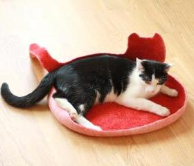 Cat bed - cat cave - cat house - eco-friendly handmade felted wool cat bed - red with natural white